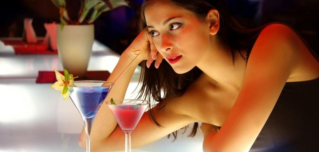 Sexy-Girl-at-Bar-Counter-1024x487-1