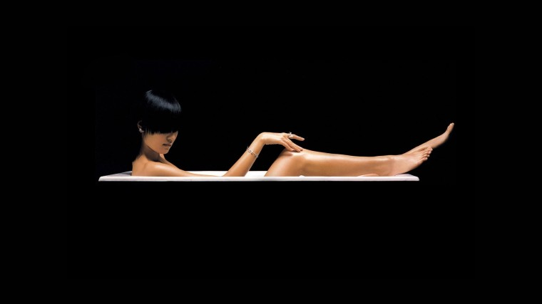 woman-in-the-tub-5749